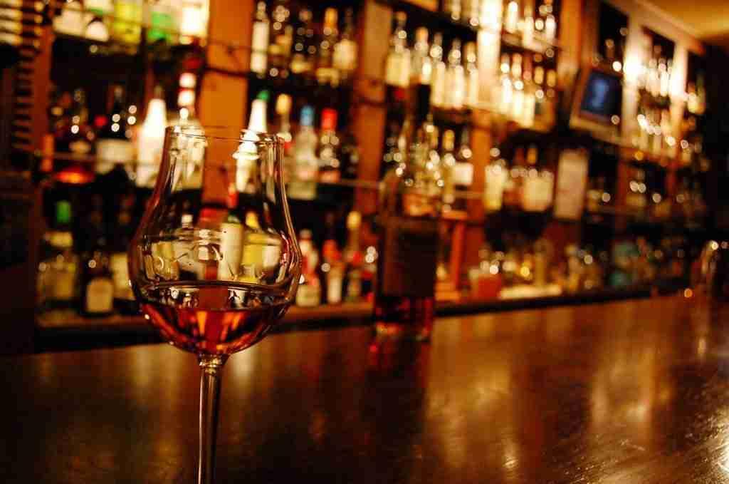 留學社交必備!和朋友去Bar聊天,如何輕鬆點酒?教你 酒吧英文用語