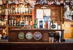 對英文沒自信想找練英文的工作嗎?就從愛爾蘭咖啡廳、酒吧開始找吧