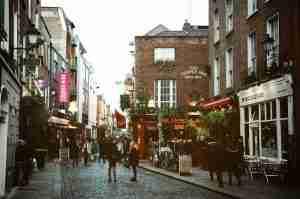 愛爾蘭打工遊學安全嗎? 聽說路上很多屁孩?如何自保